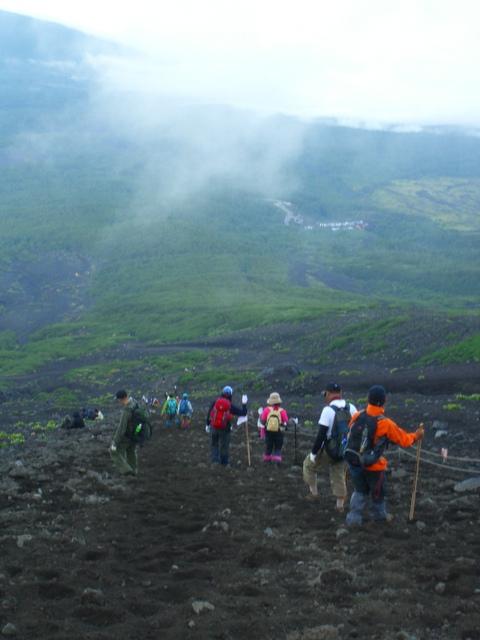 富士登山・火口周り=お鉢巡り